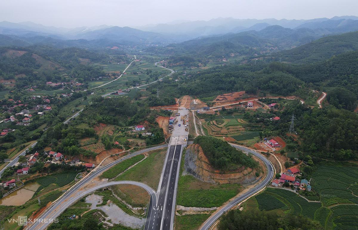 Đoạn cuối cao tốc thuộc địa phận huyện Chi Lăng, Lạng Sơn là đường cụt do dự án 2 nối đi TP Lạng Sơn chưa được đầu tư. Ảnh: Bá Đô