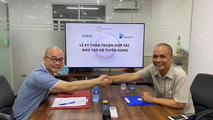 Nhà sáng lập FUNiX - Nguyễn Thành Nam (phải) và CEO CodLUCK Nguyễn Vũ Hiển tại lễ ký kết hợp tác giữa hai đơn vị.