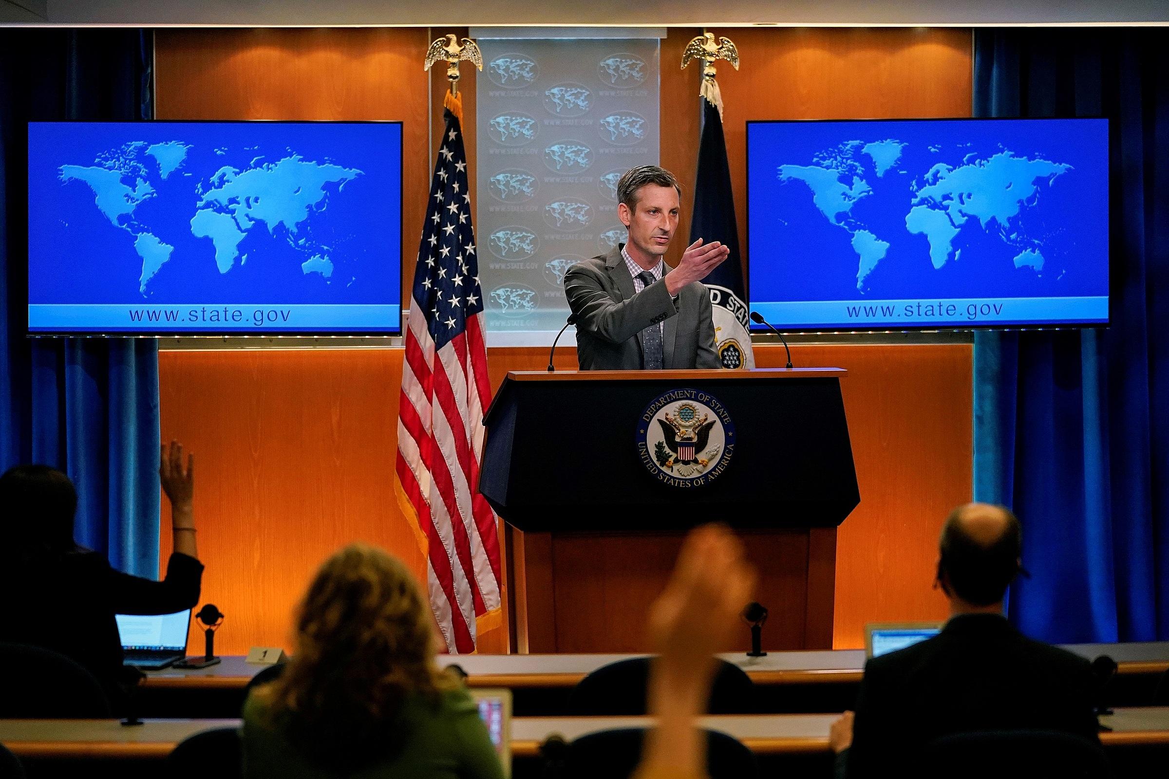Người phát ngôn Bộ Ngoại giao Mỹ Ned Price trả lời họp báo vào ngày 31/3. Ảnh: Reuters.