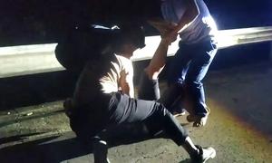 Cảnh sát nổ súng, quật ngã kẻ buôn ma túy