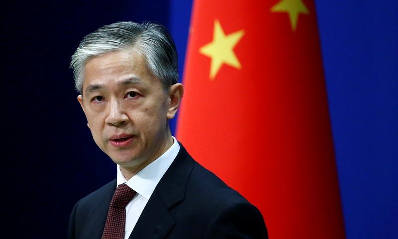 Phát ngôn viên Bộ Ngoại giao Trung Quốc Uông Văn Bân tại cuộc họp báo ở Bắc Kinh tháng 7/2020. Ảnh: Reuters.