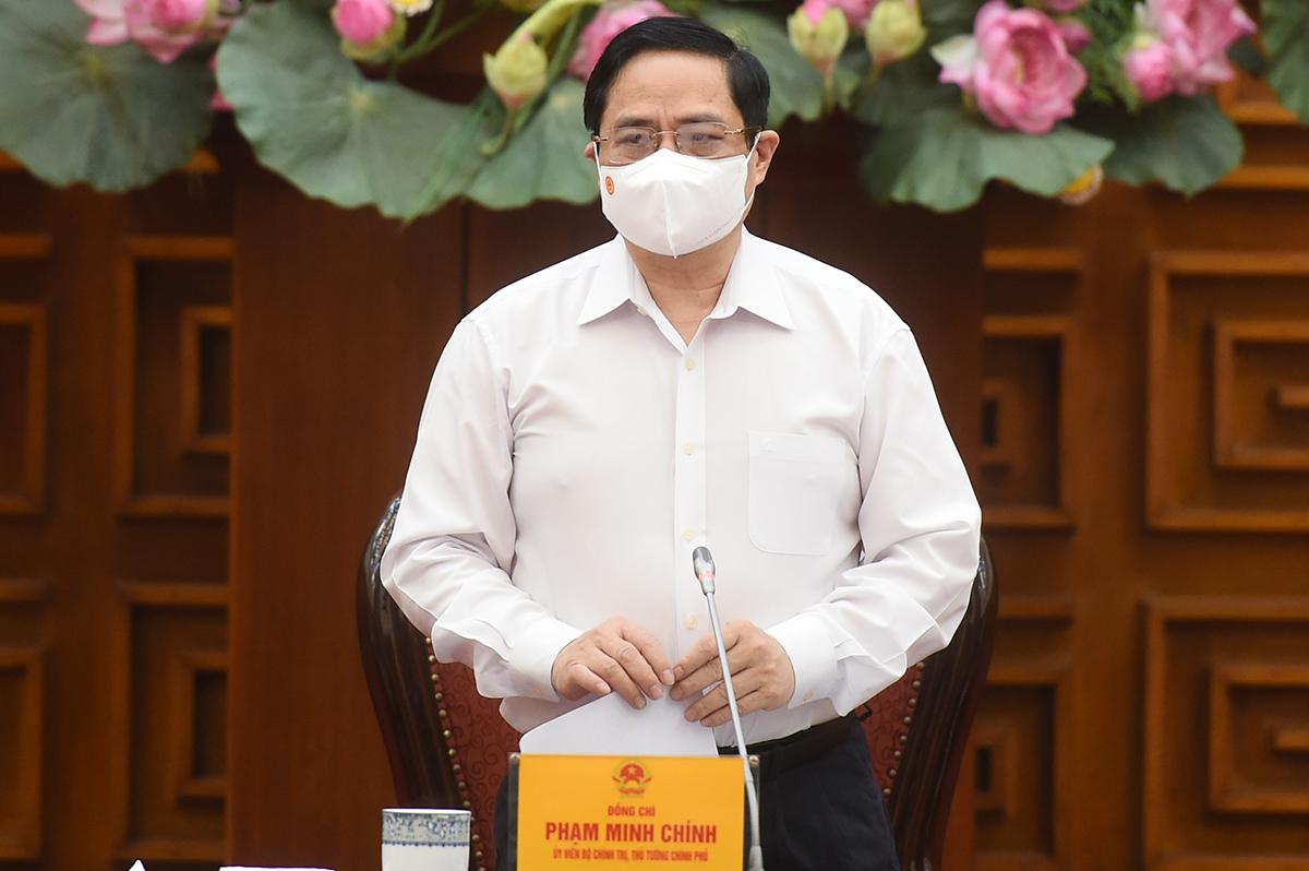 Thủ tướng Phạm Minh Chính chủ trì họp khẩn phòng chống Covid-19, sáng 30/4. Ảnh: VGP