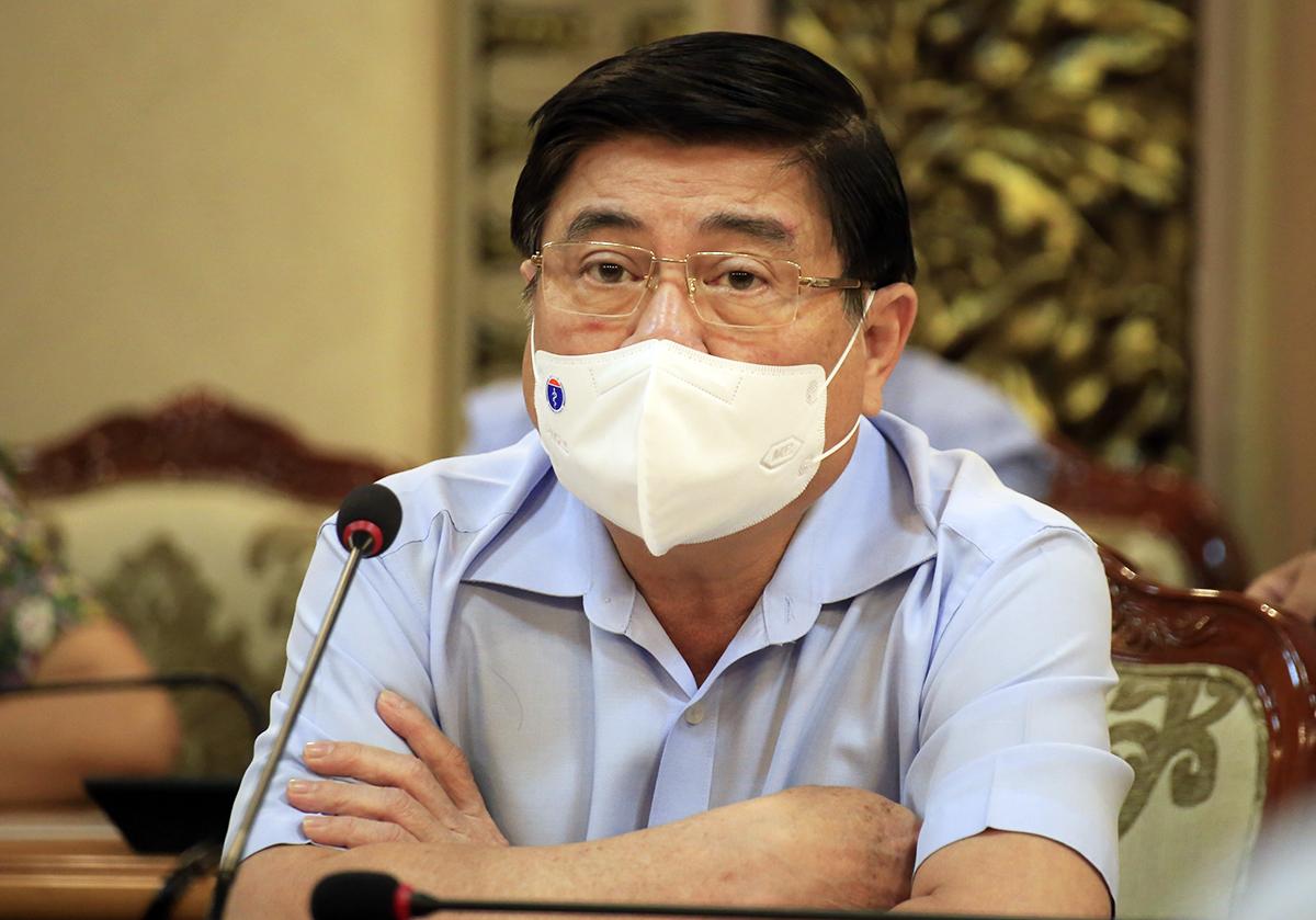 Chủ tịch UBND TP HCM Nguyễn Thành Phong kết luận tại cuộc họp trưa nay. Ảnh: Hữu Công.