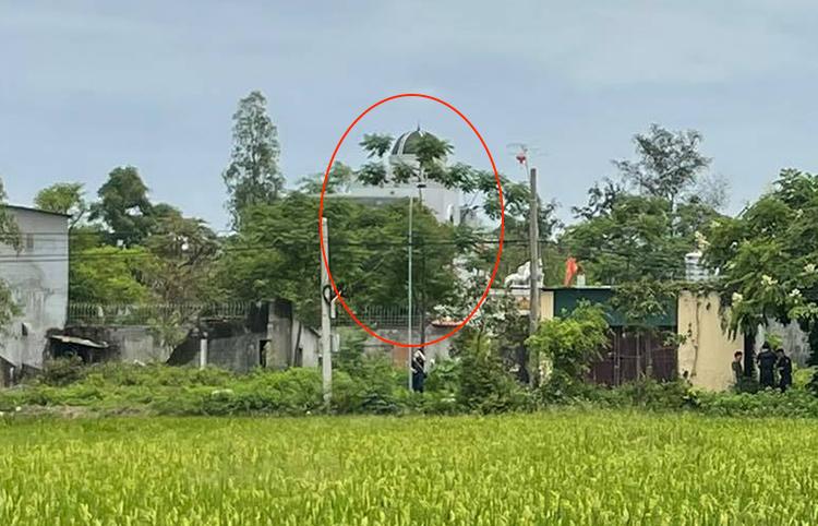 Ngôi nhà nơi ông Phú đang cố thủ. Ảnh: Nguyễn Hải