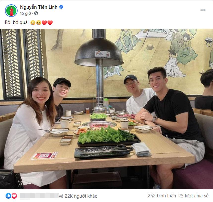 Nguyễn Tiến Linh chia sẻ hình ảnh đi ăn cùng vợ chồng Công Phượng và Kim Dong Su trên trang cá nhân.