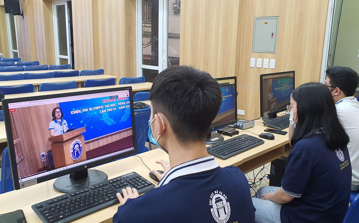 Một sự kiện của Đại học Mở Hà Nội được chuyển trạng thái sang trực tuyến trong đợt dịch trước. Ảnh: HOU.