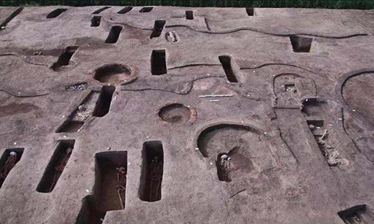 Những ngôi mộ hình chữ nhật ở di chỉ Koum el-Khulgan. Ảnh: Bộ Cổ vật Ai Cập.