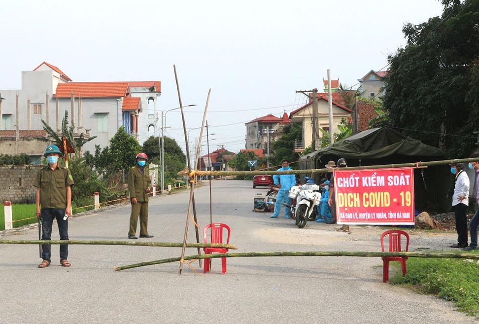 Chốt kiểm dịch tại thôn Quan Nhân, xã Đạo Lý, tỉnh Hà Nam. Ảnh: Báo Hà Nam
