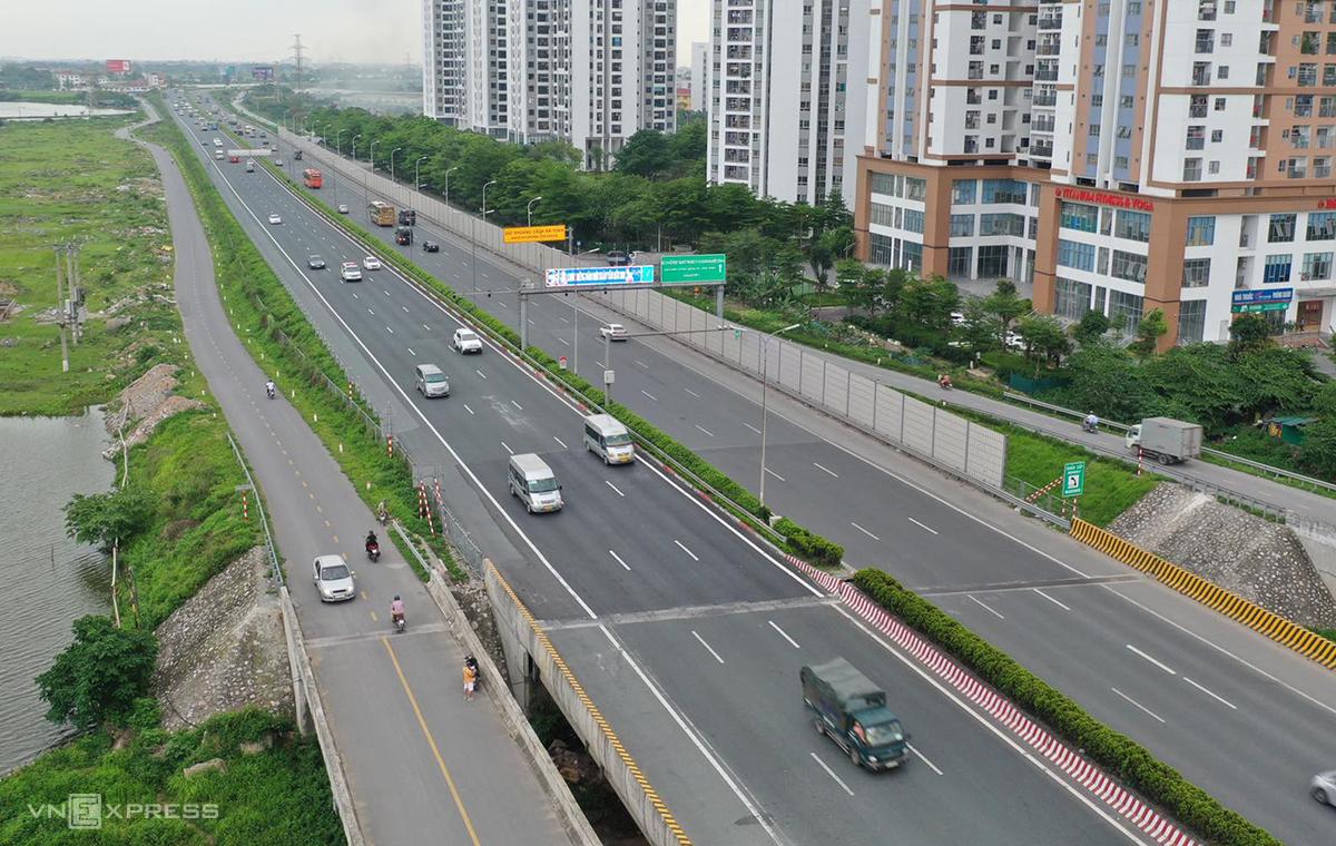 Đường cao tốc Pháp Vân - Cầu Giẽ lúc 17h ngày 3/5. Ảnh: Ngọc Thành