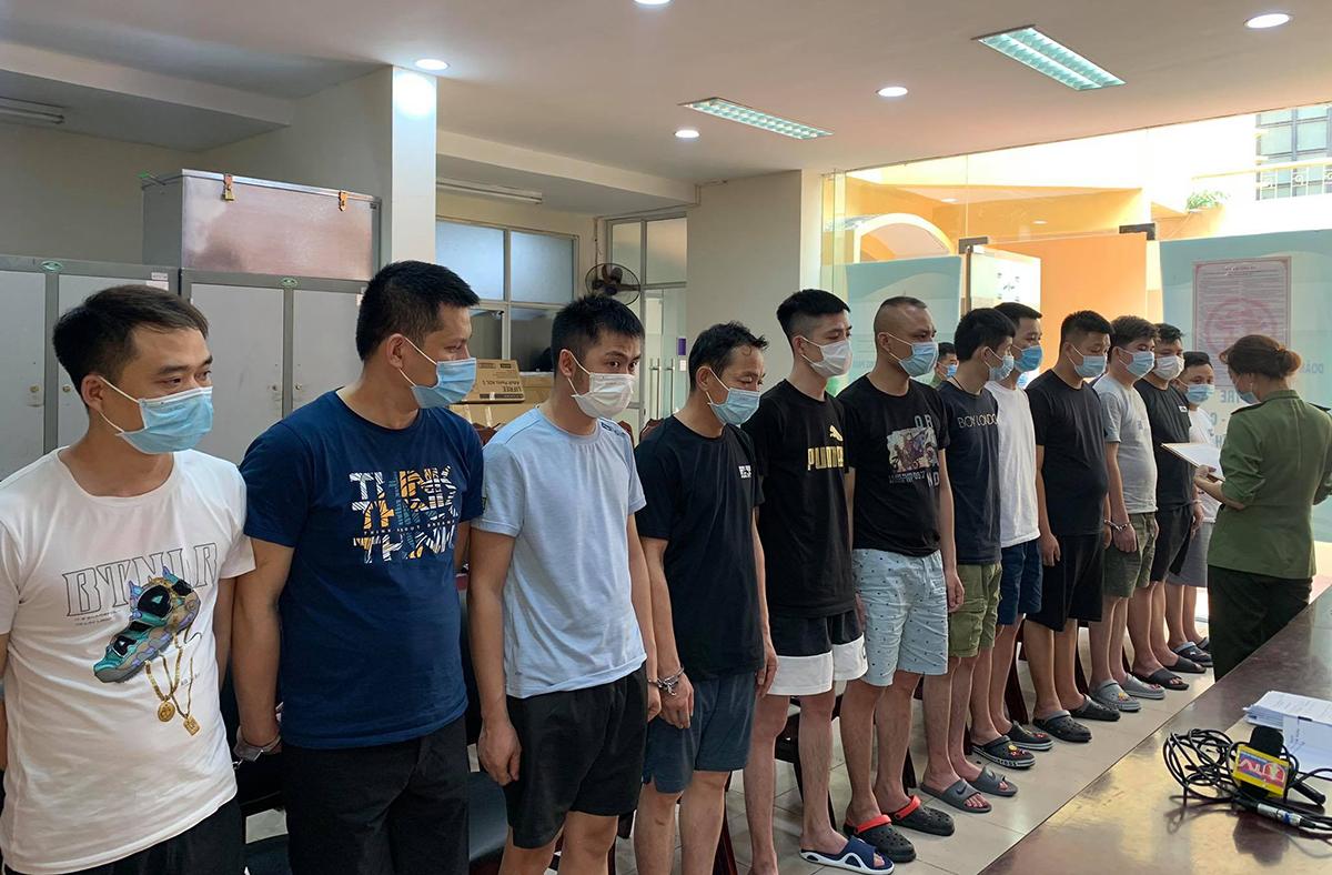 Những người Trung Quốc nhập cảnh trái phép đã được đưa đi cách ly tập trung. Ảnh: Thuỳ Linh.