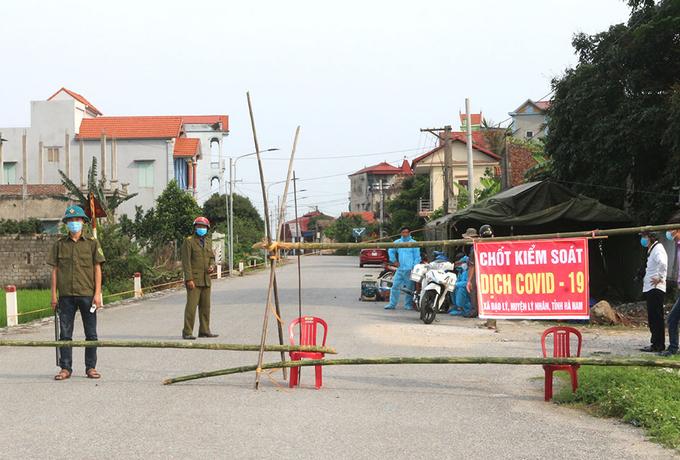 Chốt kiểm soát dịch bệnh tại xã Đạo Lý, huyện Lý Nhân, tỉnh Hà Nam, quê bệnh nhân 2899. Ảnh: CTV