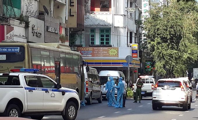 Cảnh sát khởi tố chủ khách sạn ở quận 1 do tổ chức cho người nhập cảnh trái phép ở lại. Ảnh: Đinh Văn.
