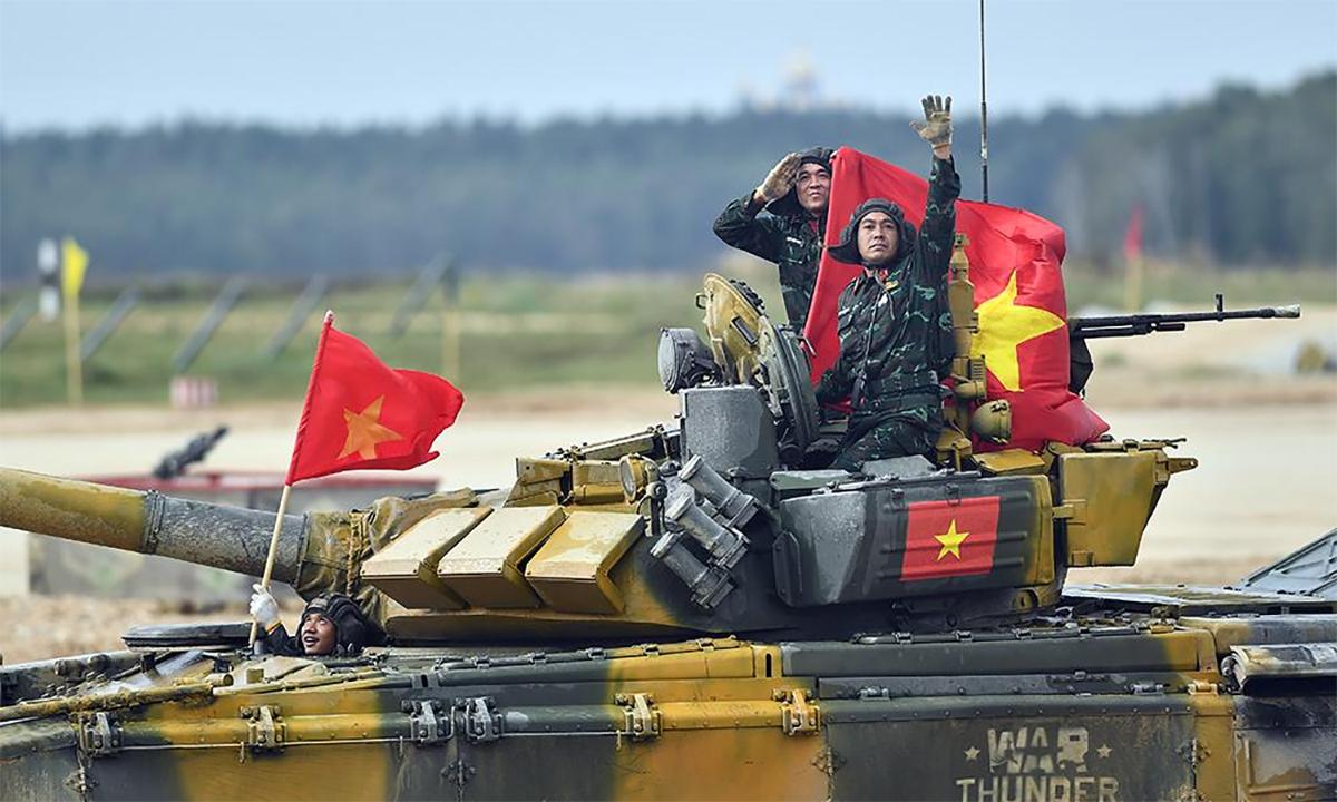 Kíp tăng Việt Nam sau trận chung kết giải đua Tank Biathlon tại hội thao Army Games tháng 9/2020. Ảnh: QĐND.