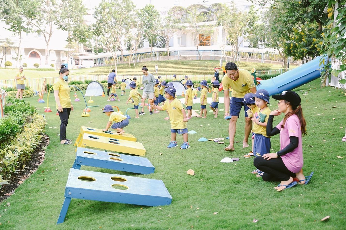 Học sinh dự bị tiểu học tại AISVN tham gia các trò chơi vận động và trò chơi nước trong Ngày hội Thể thao vào tháng 3/2021.