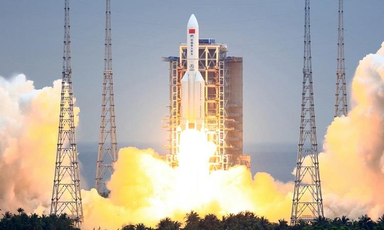 Tên lửa Trường Chinh 5B cất cánh từ Văn Xương hôm 28/4. Ảnh: Getty.