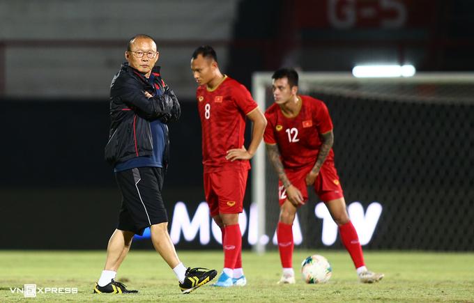 Covid-19 khiến kế hoạch chuẩn bị cho vòng loại World Cup 2022 của HLV Park Hang-seo bị đảo lộn. Ảnh: Lâm Thoả