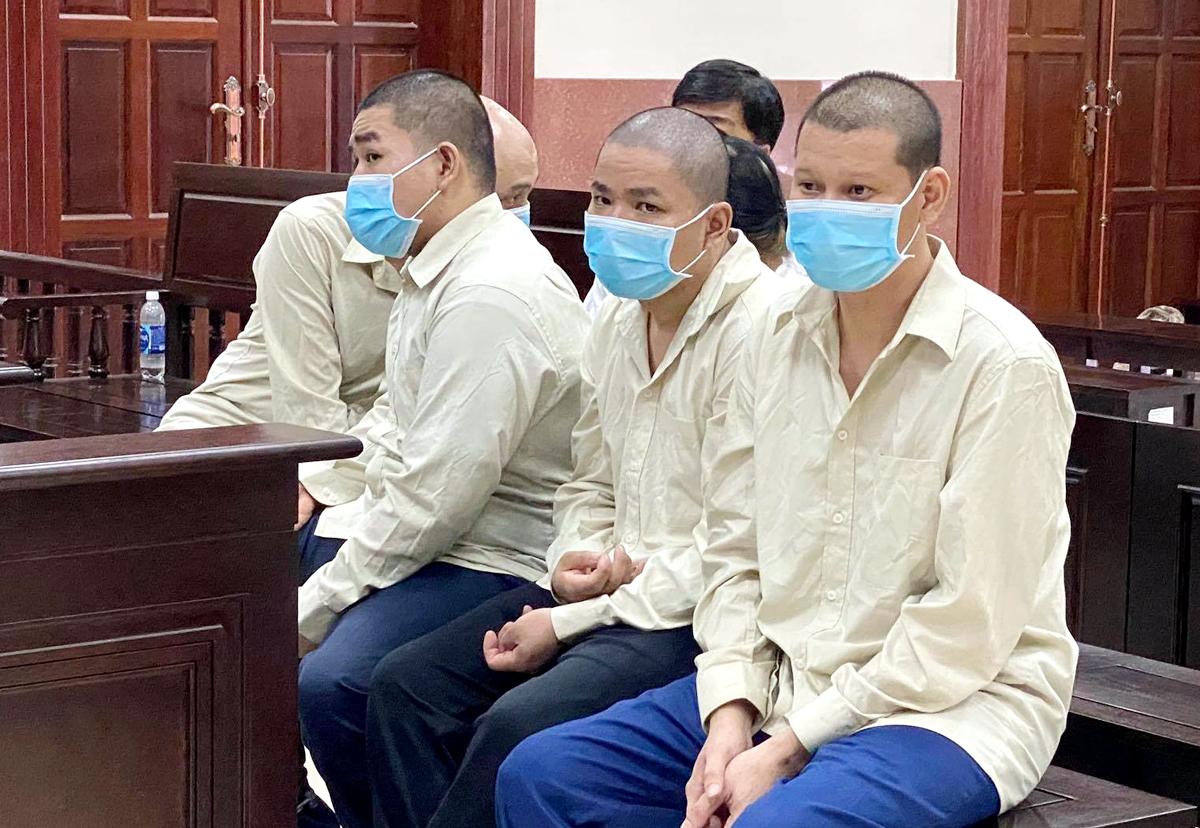 Các bị cáo tại tòa hôm nay. Ảnh: Bình Nguyên.