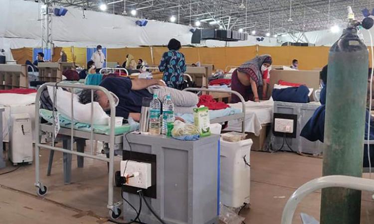 Bên trong một khu điều trị tại cơ sở y tế Sardar Patel, ngoại ô New Delhi cuối tuần trước. Ảnh: CNN.