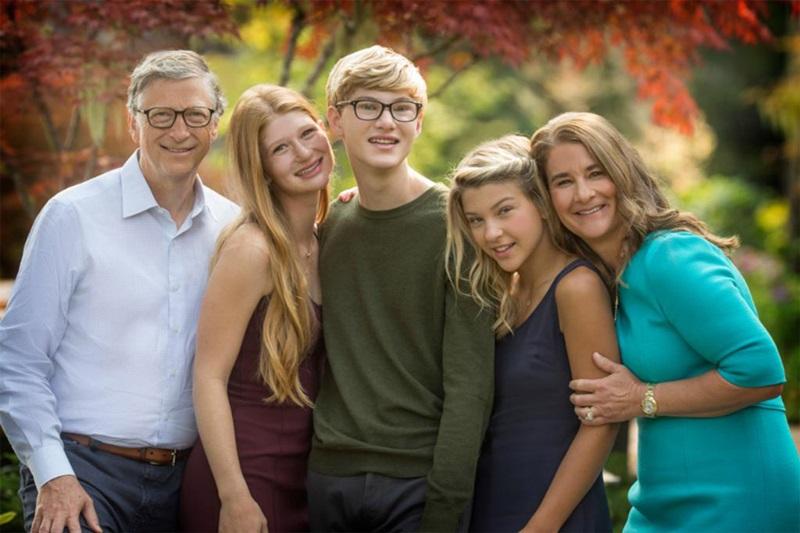 Vợ chồng Bill Gates cùng ba con trong Ngày của Cha năm 2018. Ảnh: Twitter/BillGates.