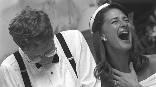 Bill và Melinda Gates trong hôn lễ tại Hawaii năm 1994. Ảnh: Twitter/Melinda Gates.