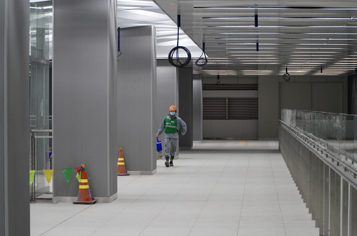 Tầng một ga Ba Son thiết kế hiện đại, với tông màu chính là trắng. Ảnh: Gia Minh.