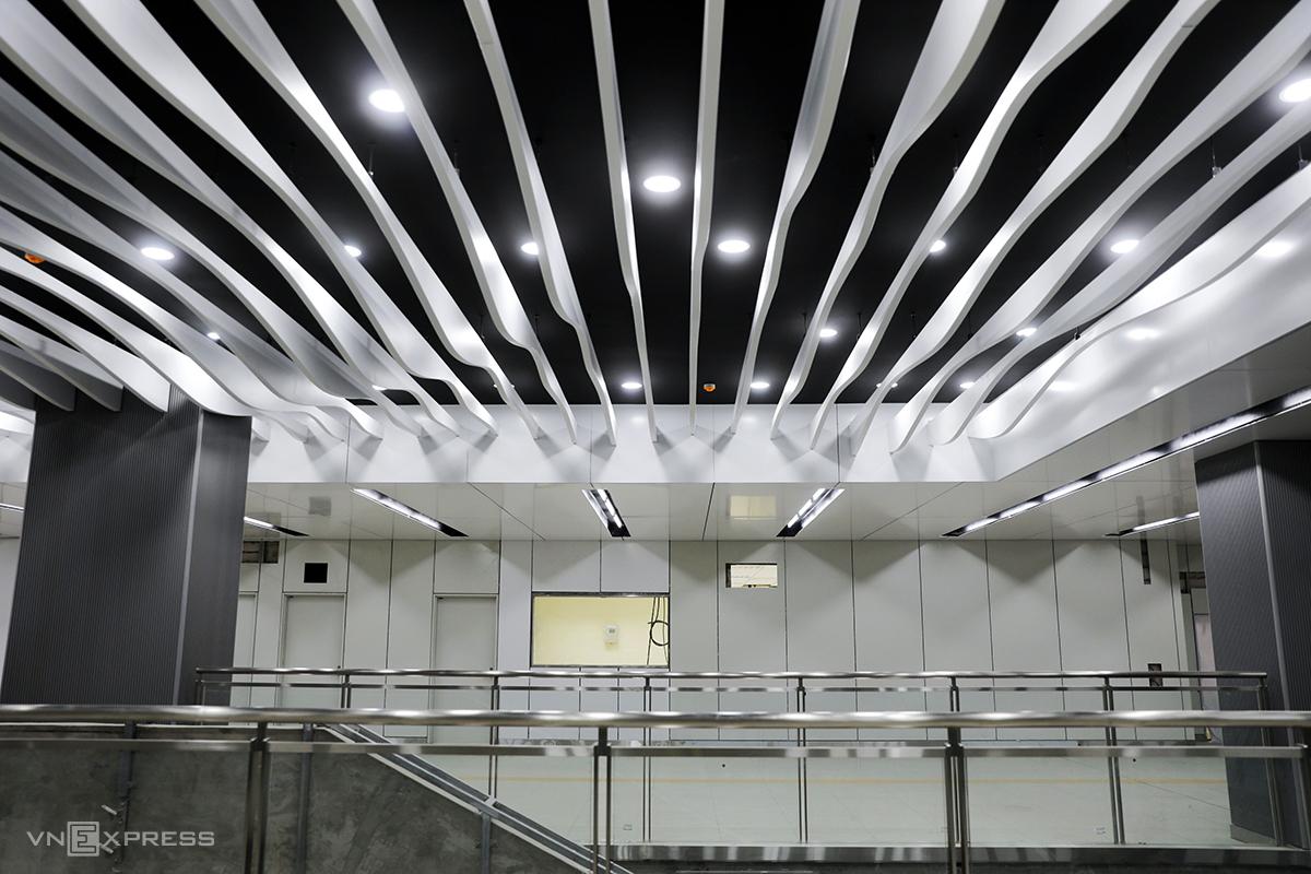 Tầng một ga Ba Son thiết kế hoa văn hình sóng lượn cơ bản hoàn thiện, chiều 4/5. Ảnh: Quỳnh Trần.