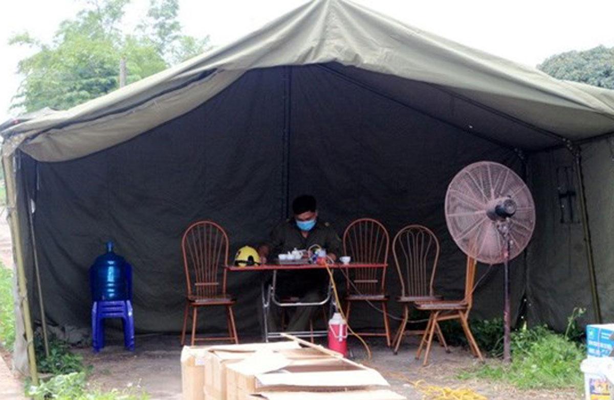 Một chốt chống dịch ở Hà Nam. Ảnh: Bộ Y tế