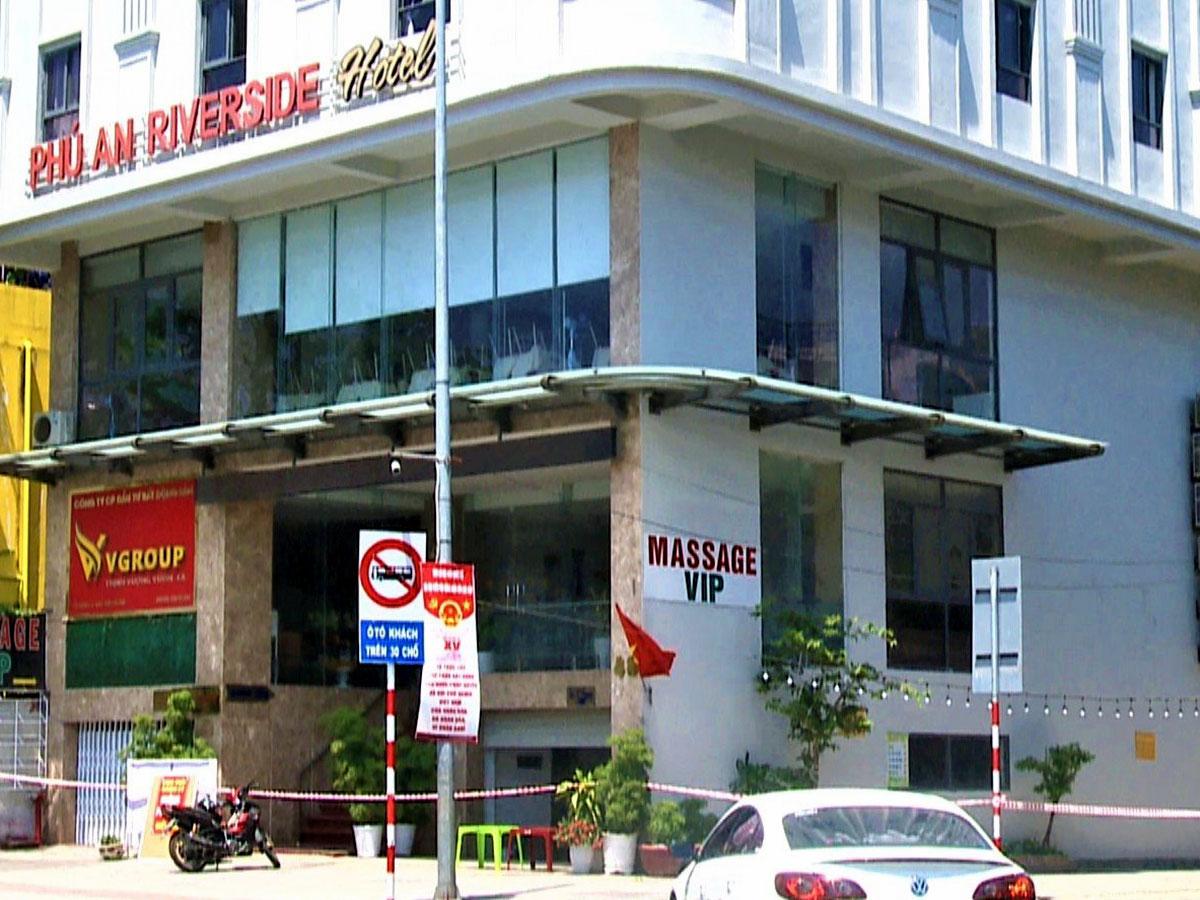 Khách sạn Phú An đã được phong toả, cách ly các trường hợp F1. Ảnh: Đông Nam.