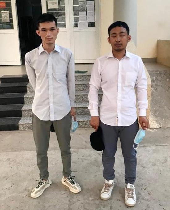 Hai người Trung Quốc trốn khỏi khu cách ly tập trung của TP HCM, bị bắt ở Long An. Ảnh: Nhật Vy.