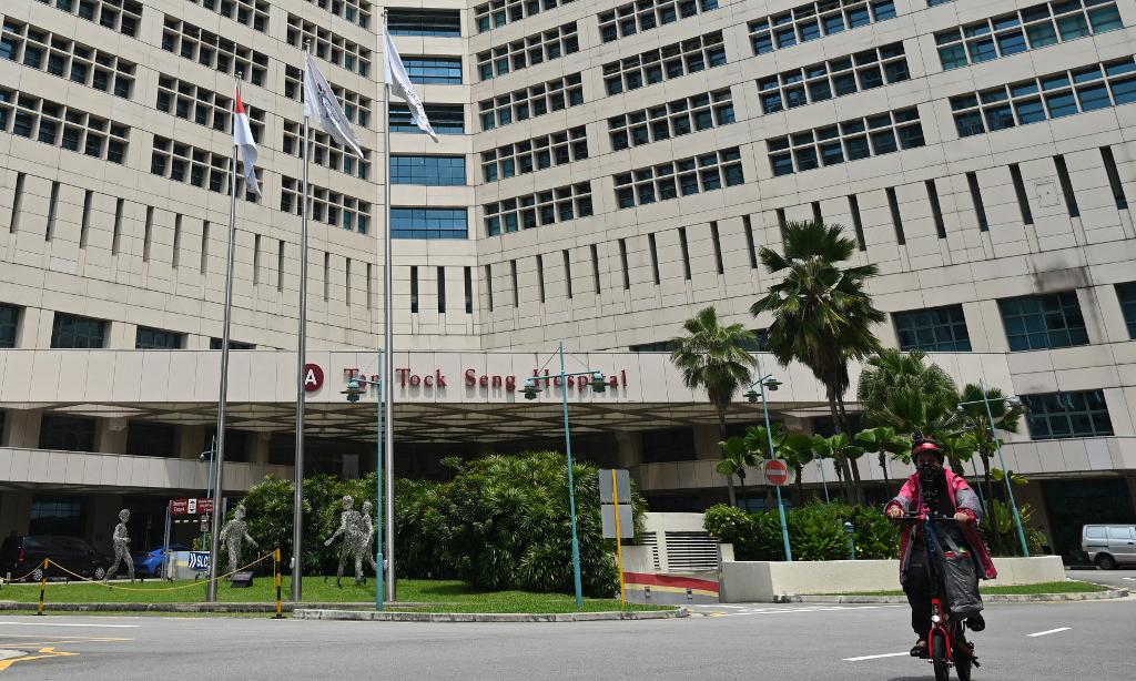 Bệnh viện Tan Tock Seng, nơi phát hiện nhiều ca nhiễm nCoV cộng đồng gần đây tại Singapore. Ảnh: AFP.