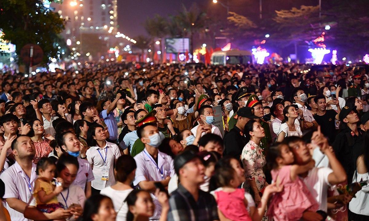 Hàng nghìn du khách đã đến Sầm Sơn dịp khai trương mùa du lịch và kỳ nghỉ lễ 30/4. Ảnh: Lê Hoàng