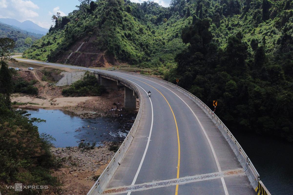 Cao tốc La Sơn-Túy Loan, nối Thừa Thiên Huế với TP Đà Nẵng. Ảnh: Võ Thạnh