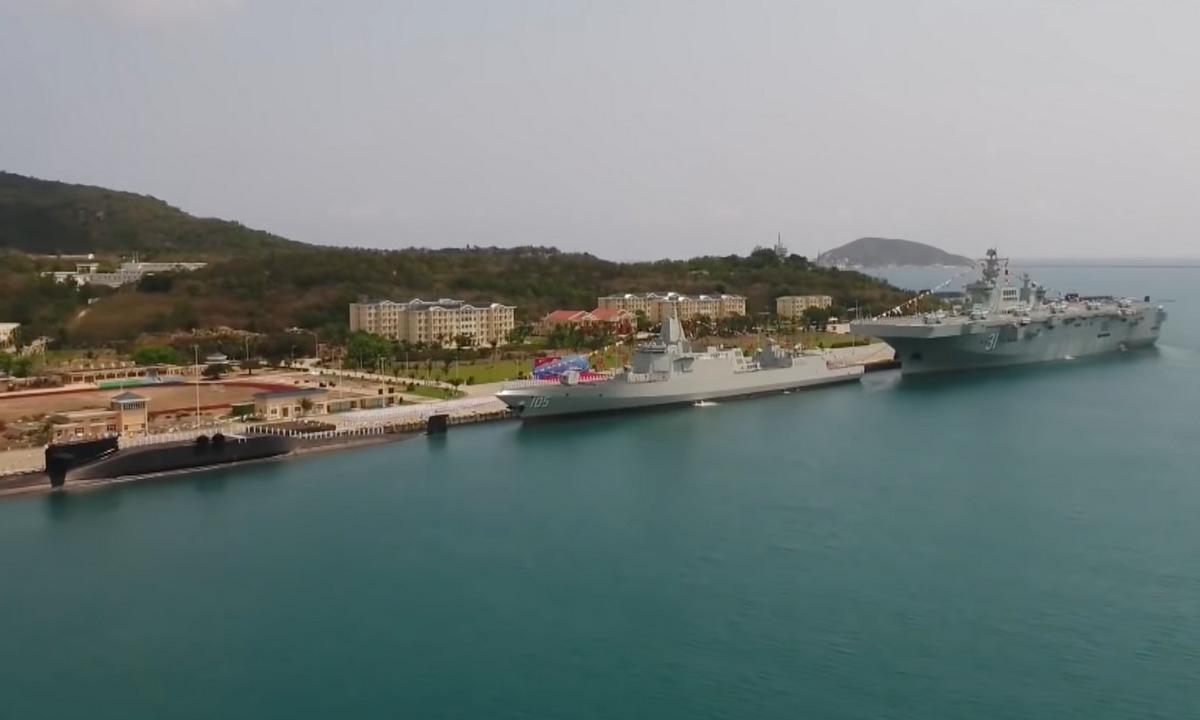 Tàu ngầm, khu trục hạm và tàu đổ bộ tấn công được Trung Quốc biên chế hôm 23/4. Ảnh: CCTV.