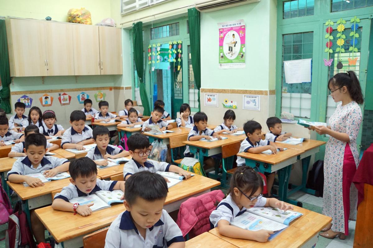Học sinh trường Tiểu học Mê Linh (quận 3) trong giờ học Tiếng Việt. Ảnh: Mạnh Tùng.