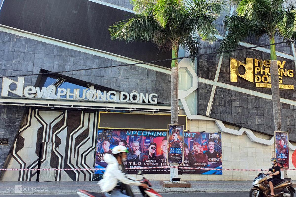 Vũ trường New Phương Đông đã đóng cửa và được căng dây phong toả. Ảnh: Nguyễn Đông.
