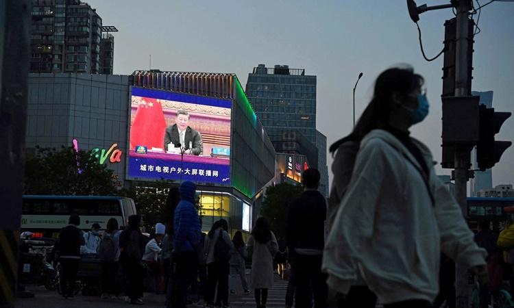 Hình ảnh Chủ tịch Trung Quốc Tập Cận Bình được phát trên một màn hình lớn ở thủ đô Bắc Kinh hồi tháng trước. Ảnh: AFP.