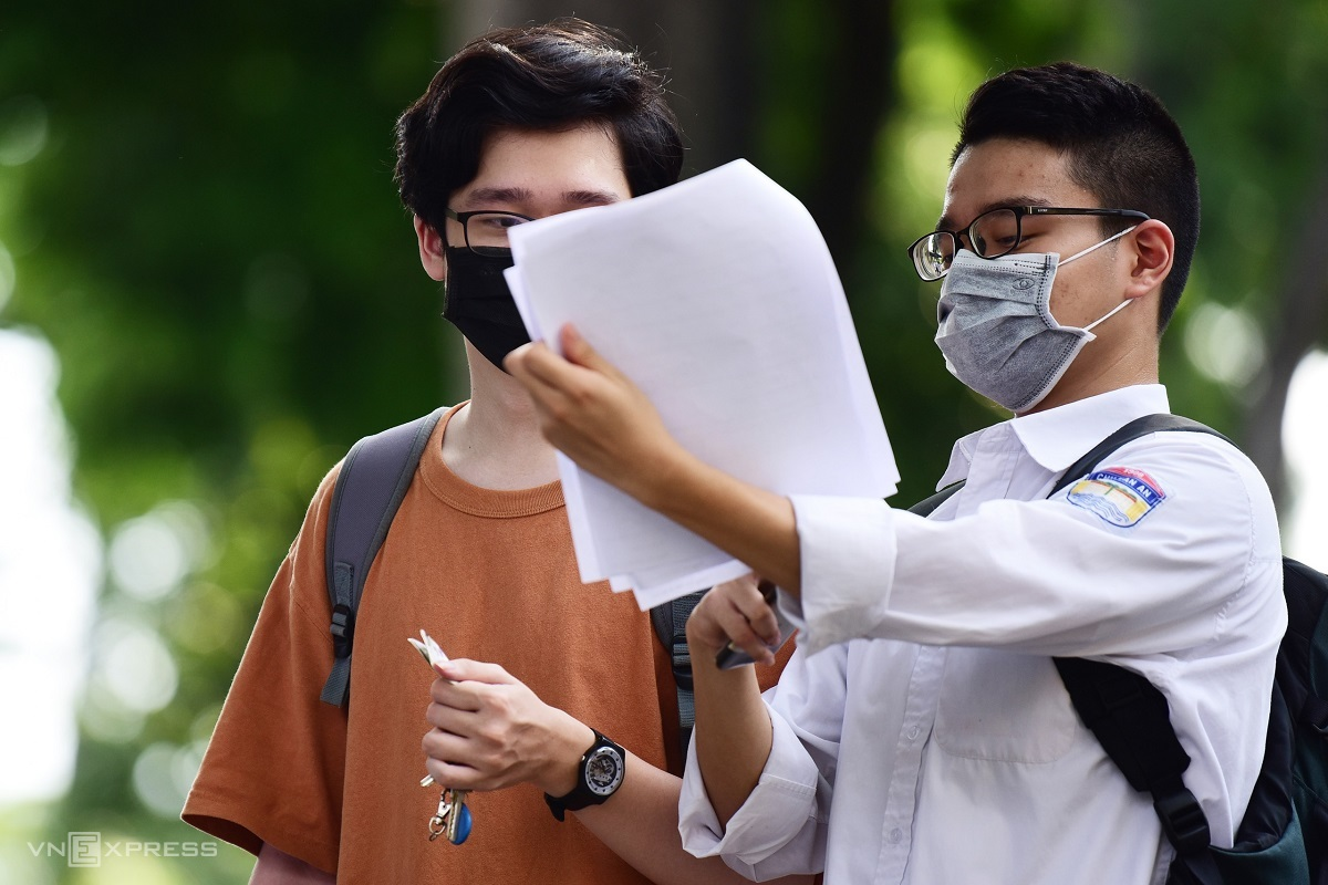Thí sinh dự thi tốt nghiệp THPT năm 2020 ở Hà Nội. Ảnh: Giang Huy.