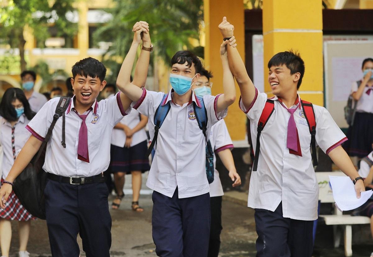 Thí sinh TP HCM vui mừng khi hoàn thành kỳ thi tốt nghiệp THPT năm 2020. Ảnh: Quỳnh Trần.