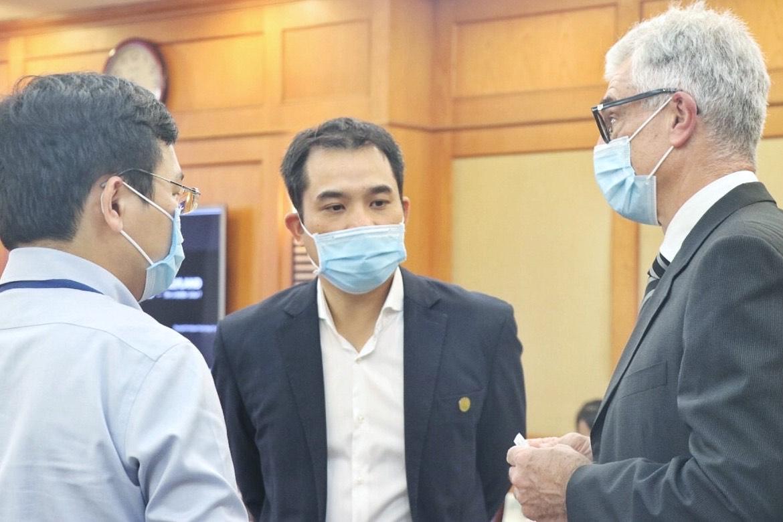 Các chuyên gia hai nước trao đổi thông tin tại hội thảo. Ảnh: NX.