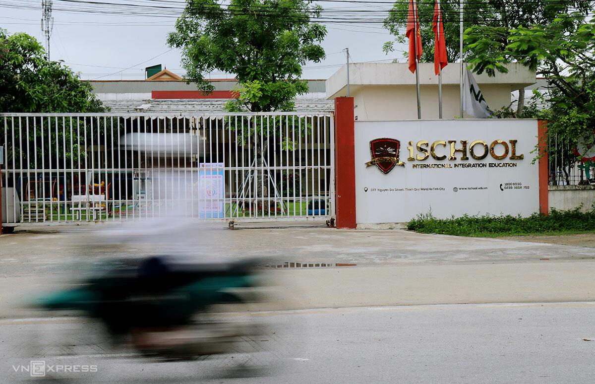 Trường iSchool ở thành phố Hà Tĩnh đóng cửa, sáng 6/5. Ảnh: Đức Hùng