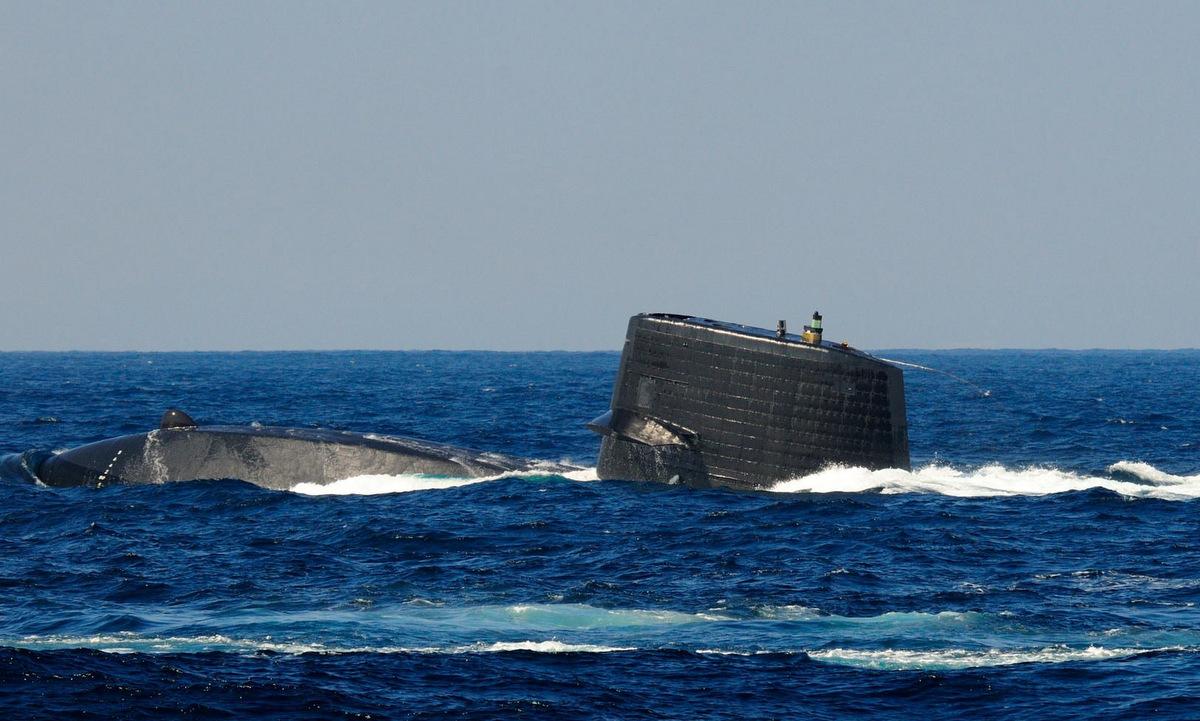 Một tàu ngầm lớp Soryu nổi lên trong diễn tập hồi năm 2019. Ảnh: JMSDF.