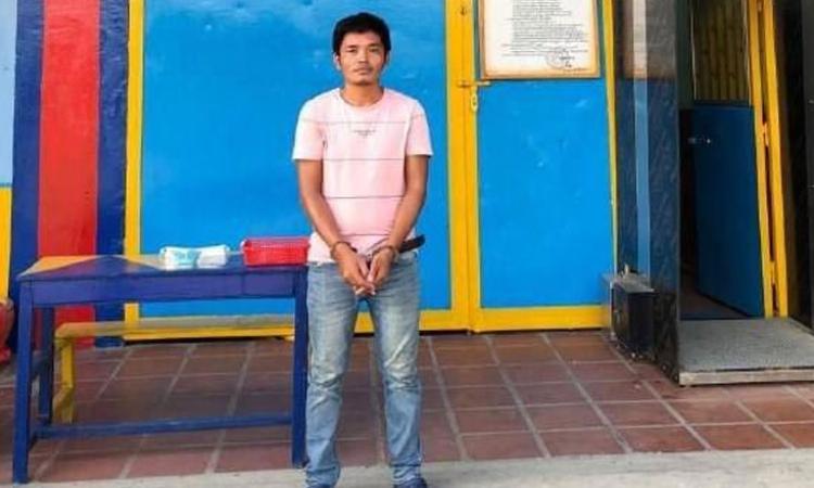 Pech Kosal sau khi bị cảnh sát thủ đô Phnom Penh, Campuchia, bắt giam. Ảnh: Bộ Thông tin Campuchia.