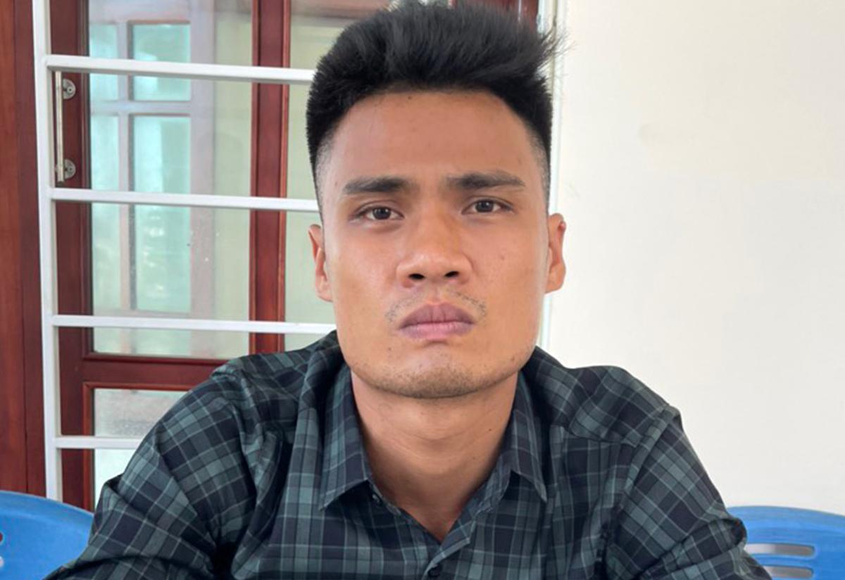 Nguyễn Hữu Thuỷ tại cơ quan điều tra. Ảnh: Yên Khánh.