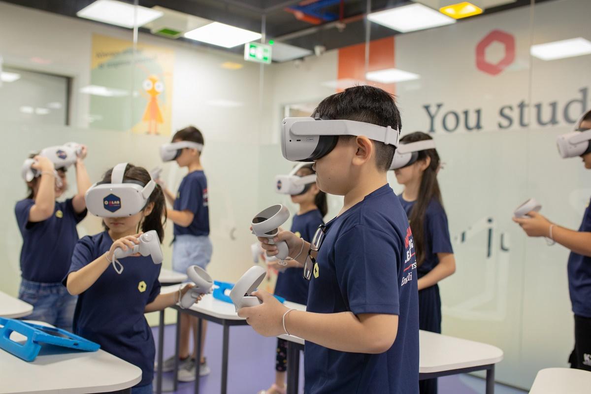 Bé thoả sức sáng tạo và thử sức với nhiều môn thể thao thú vị với công nghệ thực tế ảo (VR).