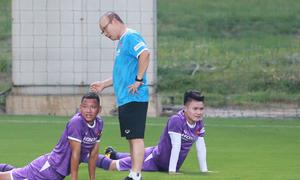 HLV Park trêu các tuyển thủ Việt Nam