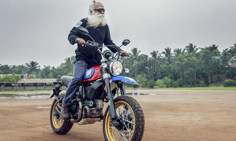 63 years old man with a large displacement motorcycle.  Photo: SBK India