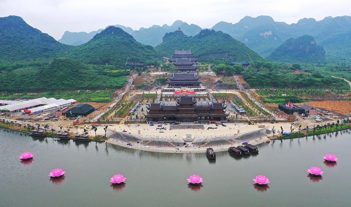 Chùa Tam Chúc, thị trấn Ba Sao, huyện Kim Bảng, Hà Nam. Ảnh: Ngọc Thành.
