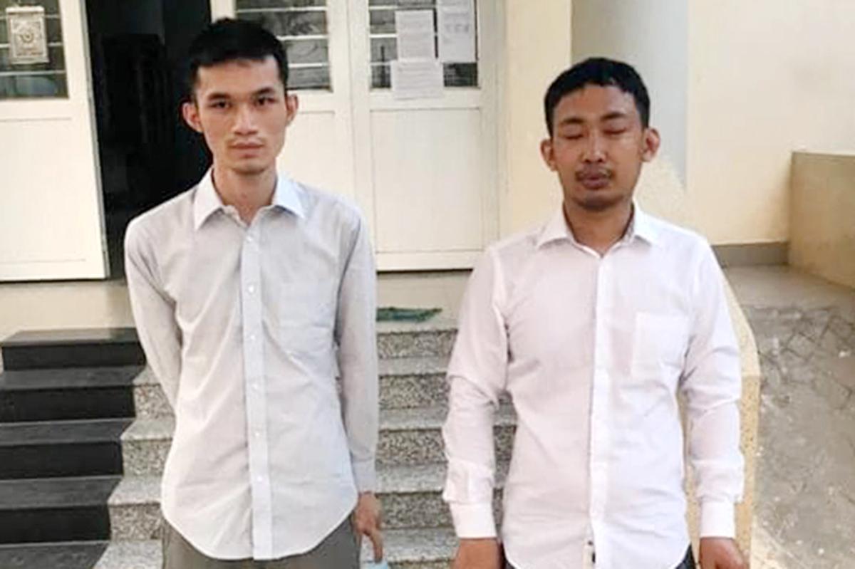 Hai trong số những người Trung Quốc nhập cành trái phép, bỏ trốn cách ly bị bắt. Ảnh: Nhật Vy.