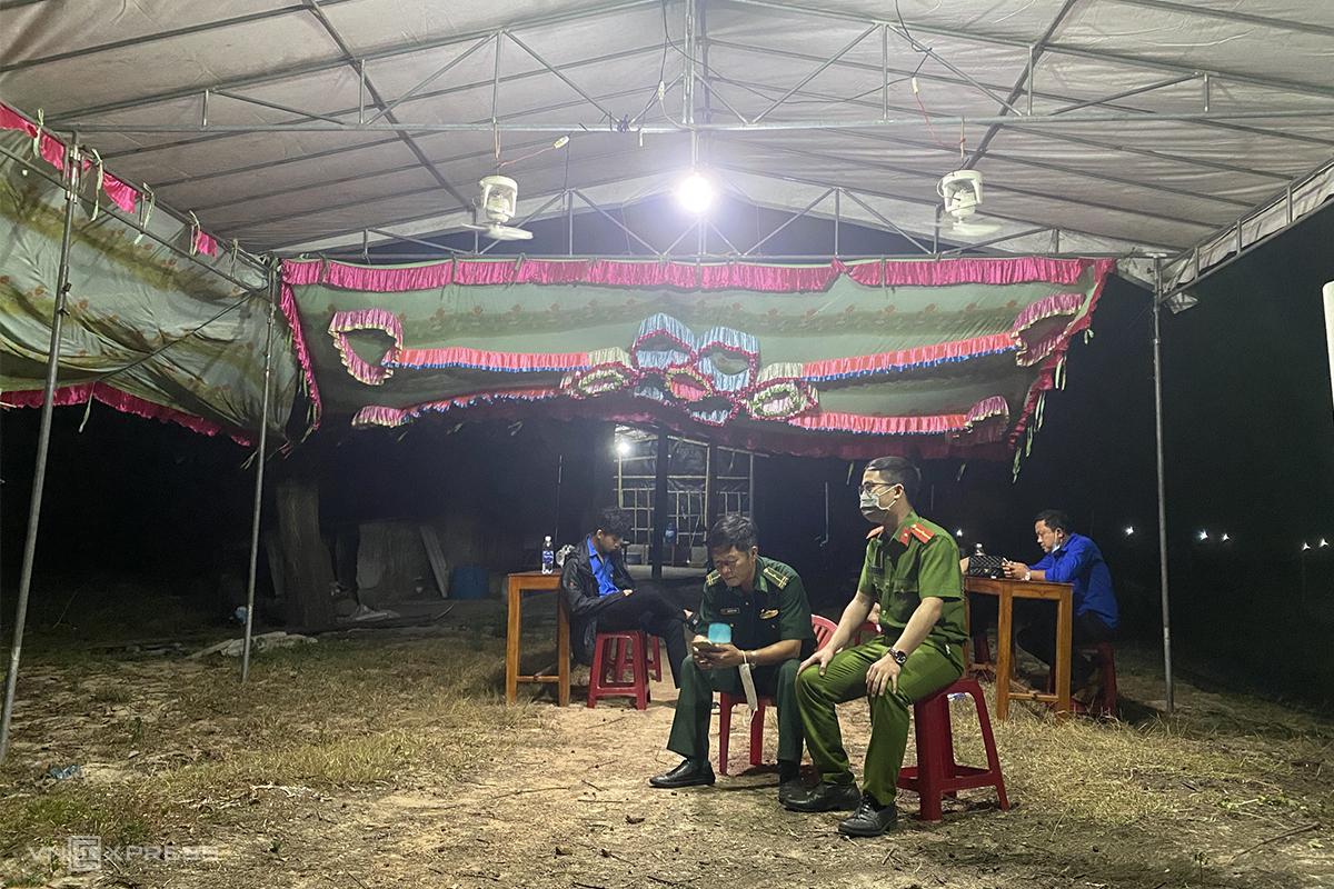 Chốt kiểm soát y tế đặt tại huyện Phong Điền thành lập trong đêm 8/5. Ảnh: Đình Bách