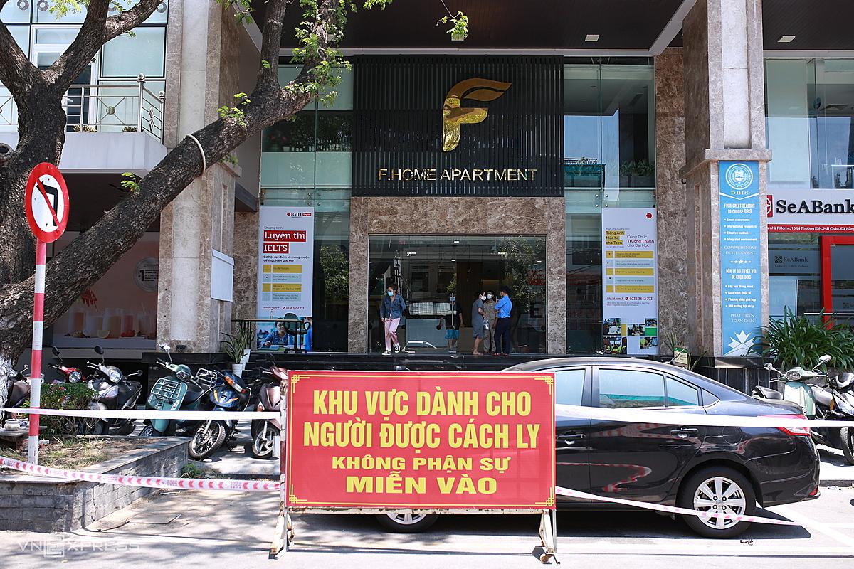 Chung cư Fhome, nơi nữ Tổng giám đốc ở, đã được cách ly, ngày 9/5. Ảnh: Nguyễn Đông.